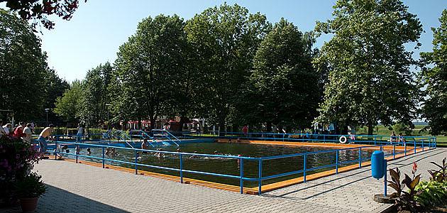 Termálstrand - melegvizes lépcsős medence
