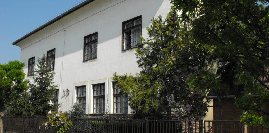 Iskola komplex energetikai felújítása Tiszacsegén című projekttel kapcsolatos építési kivitelezési feladatok ellátása tárgyában hirdetett közbeszerzési eljárás ajánlattételi felhívása