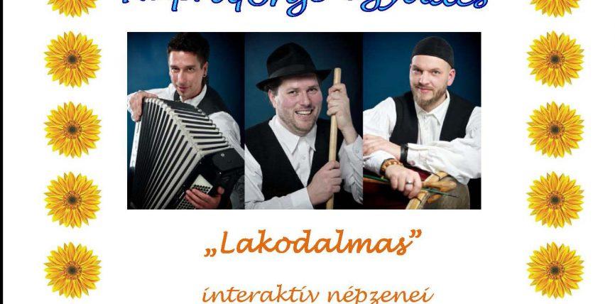A Napraforgó együttes népzenei műsora a Városi Óvodában